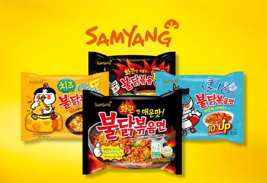 韩国吃什么?当粉色可爱屁桃APEACH遇上了SAMYANG三养火鸡辣面,这会是一份火热的粉色爱情料理吗?❤