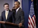 퇴임 앞둔 오바마, 브리핑룸 깜짝 방문해 대변인 극찬