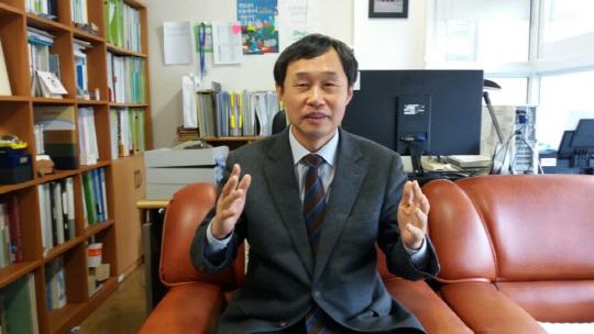 30년간 '자살' 고민 상담 하상훈 원장 '실의에 빠진 분들 '생명의전화'가 위로해드려요'
