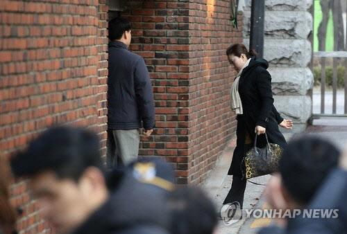 매일 아침 '머리'하는 박 전 대통령…전문 미용사 매일 '출근 중'
