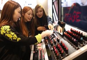 불황 따른 '립스틱 효과' … 색조 화장품 매출 고공행진
