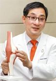 """이수찬 힘찬병원 대표원장 """"60세 이상 심한 무릎 관절염엔 줄기세포치료 효과 떨어져"""""""