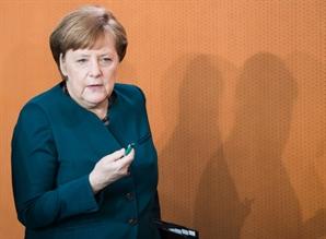 """메르켈 """"英, EU 탈퇴형태 분명해야 미래 관계 논의"""""""