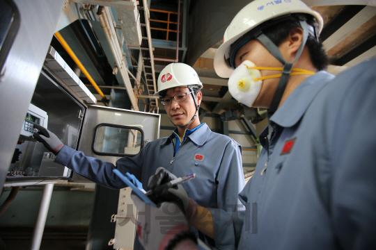 [세계 뒤덮는 그린웨이브] 석탄대신 폐목재로 전기 생산…친환경 火電기술로 '일석삼조'