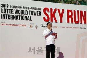 롯데월드타워, 수직마라톤대회 '스카이 런'