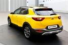 기아차 '스토닉' 1900만 원 최저가 소형 SUV 사전계약 시작! 2030 세대 겨냥?