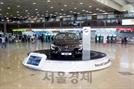 [오늘의 자동차] 김포공항 대합실에 SM6가 나타난 이유는