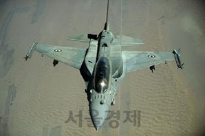 [권홍우의 군사·무기 이야기] 美 4세대 전투기 수입하는 인도·중동