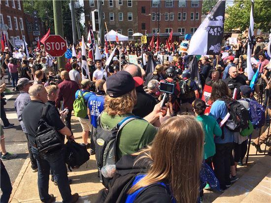 버지니아 비상사태 선포...트럼프 대통령, '증오와 분열 멈춰야 해'