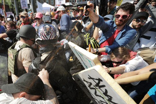 [美 백인우월주의 폭력시위]반대시위대에 차량테러까지...무너지는 '멜팅폿' 신화