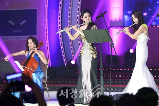 평화봉사사절단의 우아한 연주 (월드미스유니버시티 2017 한국대회)