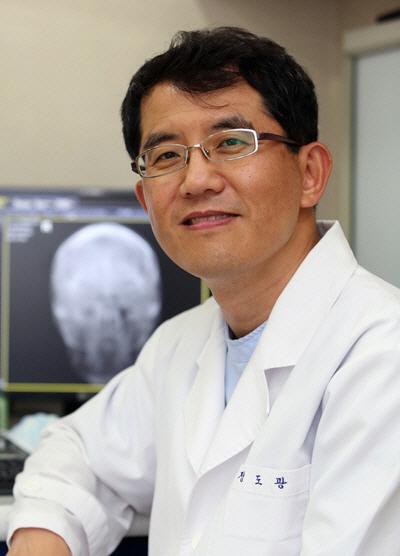 정도광 병원장 '축농증, 맞춤형 치료로 90% 완치...요즘 수술은 덜 아파'