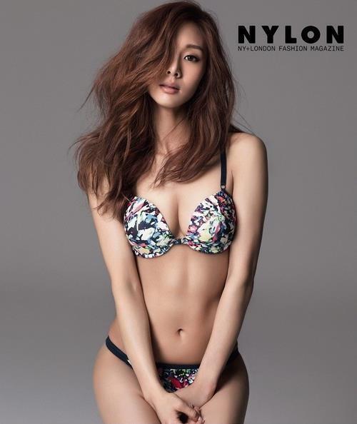 """지나 속옷 사진 '아찔몸매' """"성매매 입건까지 해놓고 루머?"""" 거짓말 주장 네티즌"""