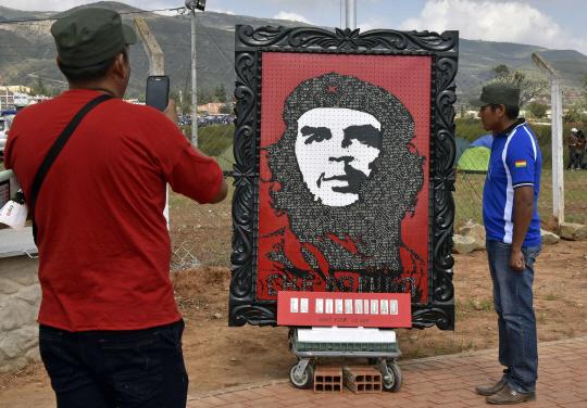 남미 좌파 혁명가 체 게바라 50주기…볼리비아서 각종 기념 행사 열려