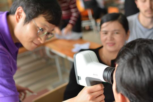 """[주목! 바이오벤처-오비츠] """"1초만에 시력 측정 휴대용기기 개발... 베트남·캄보디아·인도서 잘 팔려요'"""