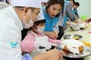 허영인 SPC그룹 회장, '늘푸른아동원'에서 케이크 교실 진행