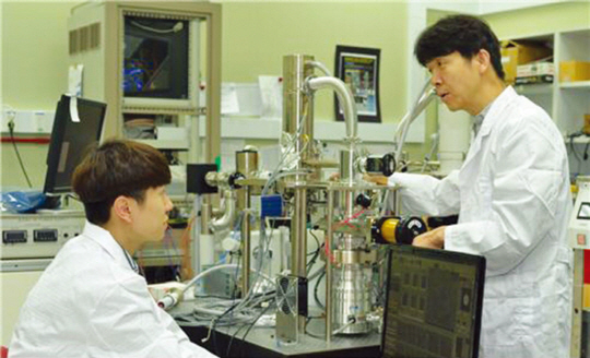 '센티미터'부터 '나노미터'까지 빛과 전자로 동시에 보는 현미경