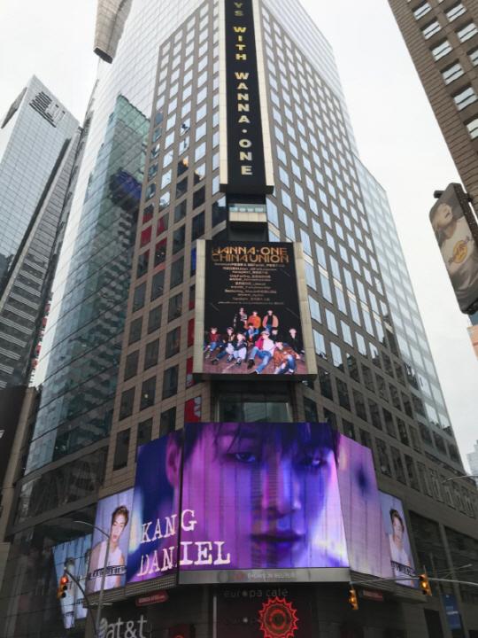 """워너원이 뉴욕에 떴다! 클라스가 다른 '억대' 선물 """"세계에서 광고 단가 가장 높아"""" 음원까지 최강!"""