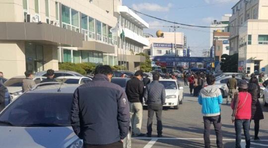 [포항 지진] 하루새 지진 4번…도로 파열되고 담벼락 무너져