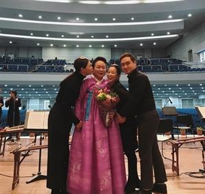"""'부라더' 이하늬, SNS에 훈훈한 가족 사진 게재 """"어머니의 은퇴"""""""