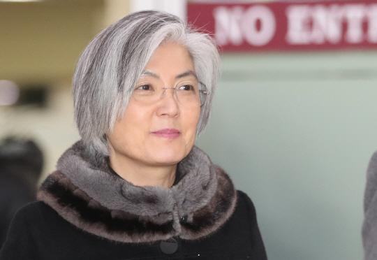 [옥건 원장의 탈모 이야기-7] 흰 머리카락은 뽑아야할까?