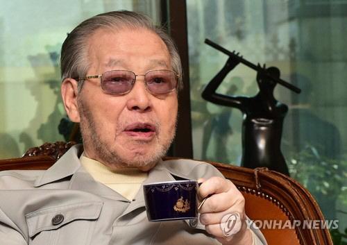 """김종필 '문재인 정부' 비판, """"국민설득 잘 안 하려는 모양"""" 다리도 아프고 말하는 것 기운 없어"""