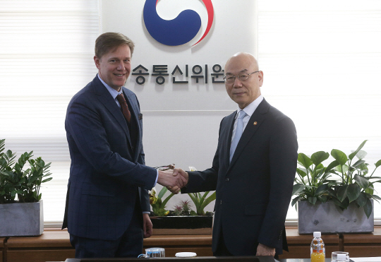 페북, 애플과 다른 행보…韓소통 적극 나선 까닭은