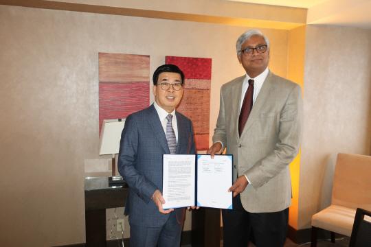 삼성바이오 '15개사와 수출 협상'...셀트리온 '의료기기 사업 진출'