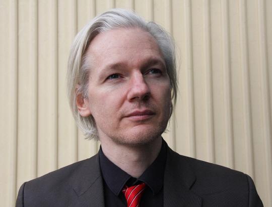 도피중 위키리크스 창립자 어산지, 에콰도르 시민됐다