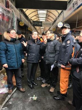 12일 서울 청량리시장서 화재 발생…점포 18개 태워