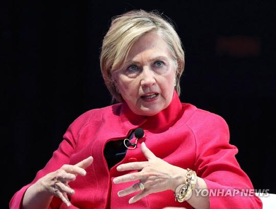 """힐러리 """"트럼프 '거지소굴' 발언, 무지하고 인종차별적 견해"""""""