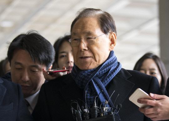 'MB 집사' 김백준, 11시간 검찰 조사 후 귀가... '혐의 묵묵부답'