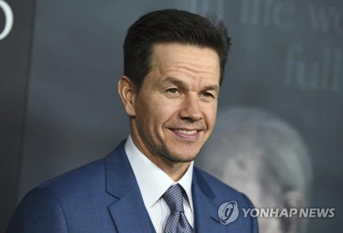 '여배우 1,000배 출연료' 월버그, 타임스 업에 기부