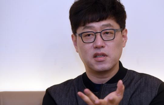 소설가 김중혁 '글쓰기 본질, 테크닉보다 사람에 대한 이해죠'