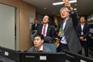 [사진] 김용환 농협금융 회장, 설 연휴 비상운영 점검