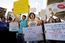 美총격 생존학생들, 워싱턴서 총기규제 촉구 행진…정치권 비판 한목소리