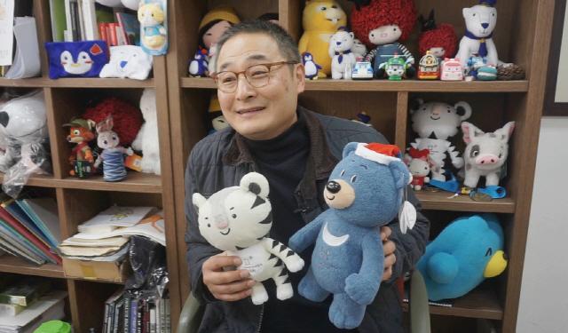 '평창 마스코트 인형 산파' 박성일 대표 '전통적 매력·봉사자 열정이 '수호랑 앓이' 비결'