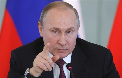 푸틴에 축하인사 보낸 트럼프·융커에 비판 쏟아져…'치욕적'
