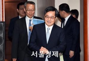 """김동연, 외환시장 개입 공개 """"이 달은 아냐"""""""