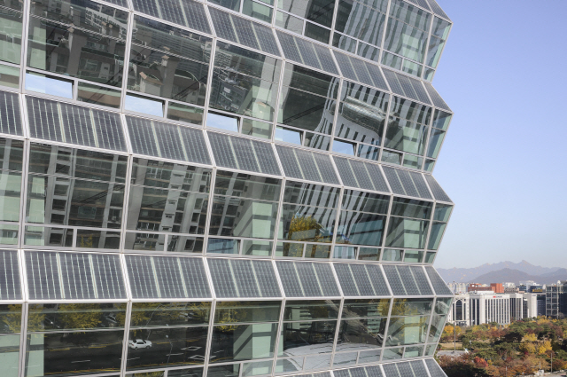[건축과 도시]여의도 전경련회관, 예술 위에 덧입힌 과학...도심 속 '작은 발전소'