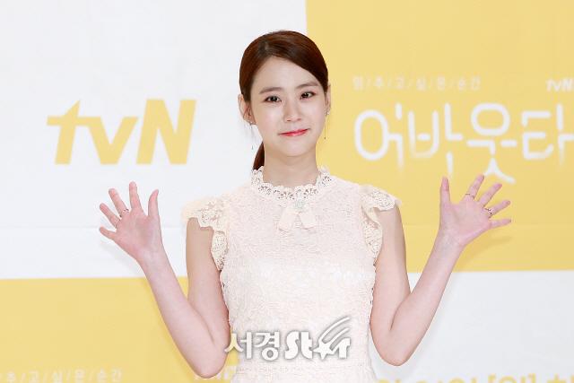 한승연, '반가운 양 손 인사' (어바웃타임 제작발표회)