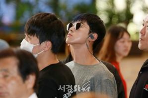 동방신기(TVXQ) 유노윤호, '군중속의 미남' (공항패션)