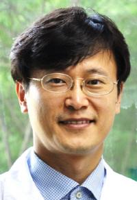 [건강 에세이] 한국만 멈춰선 한의약 산업