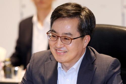 김동연 '소득분배 현안간담회' 주재…靑수석 이례적 참석, 왜?