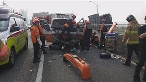 인천 남동구 고가도로서 4중 추돌사고..4명 부상