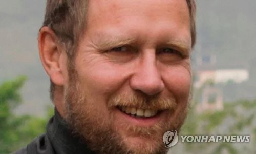 태국 동굴소년들 구출한 리처드 해리스, 구조작전 직후 부친상