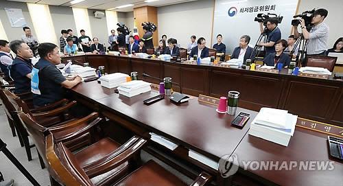 내년 최저임금 최종 논의 시작…사용자위원 전원 불참