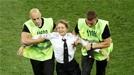 '월드컵 결승전 관중난입' 푸시 라이엇, 결국 유죄 인정.. 최대 형벌 무엇?