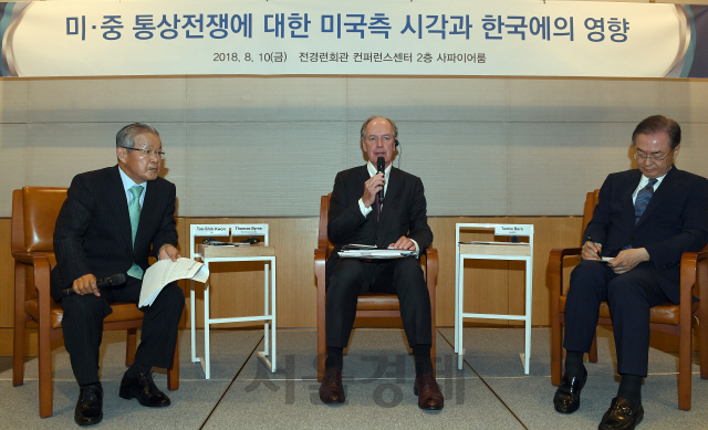 번 코리아소사이어티 회장 'G2싸움에 새우등 터지는 韓, 中에 쏠린 투자 동남아로 돌려야'