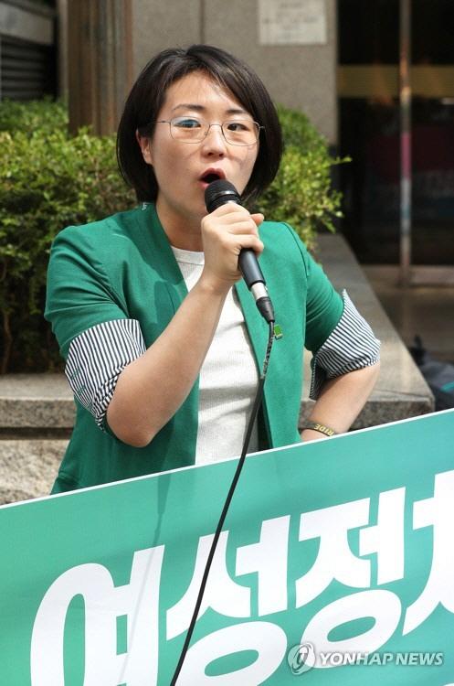 '페미니스트' 신지예 '워마드 편파 수사 논란, 경찰의 무능 보여줘'